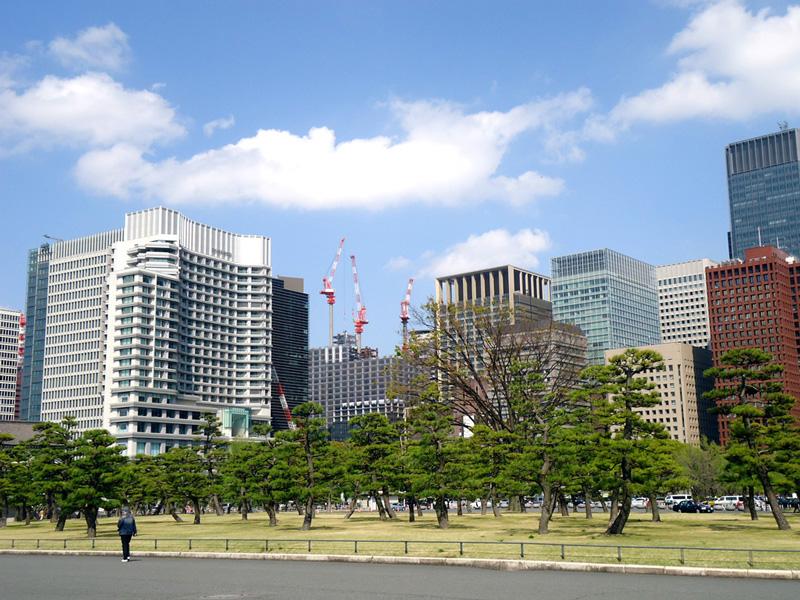 Saindo da estação de Tóquio