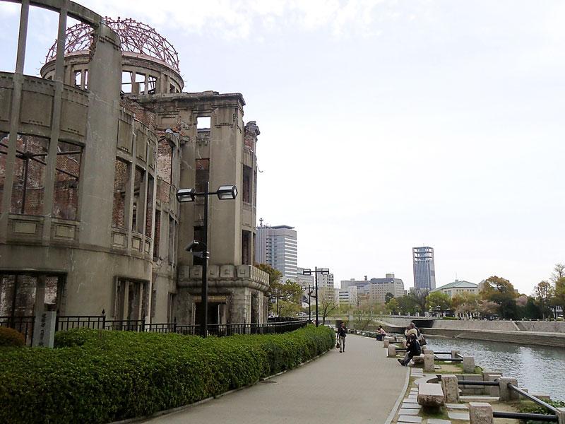 Dá quase para dar a volta no edifício em hiroshima