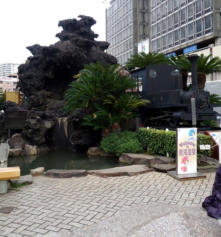 Fonte de água na saída da estação de Atami