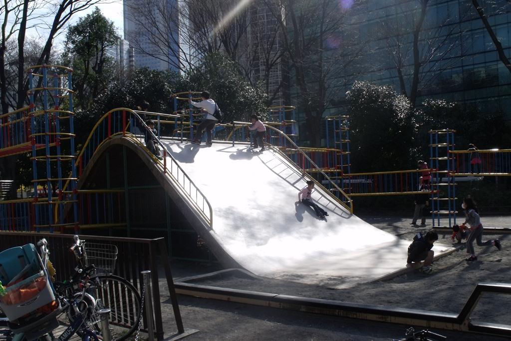 shinjuku-chuo-park-escorregador
