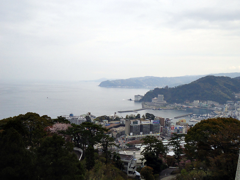 vista da baia de atami do alto