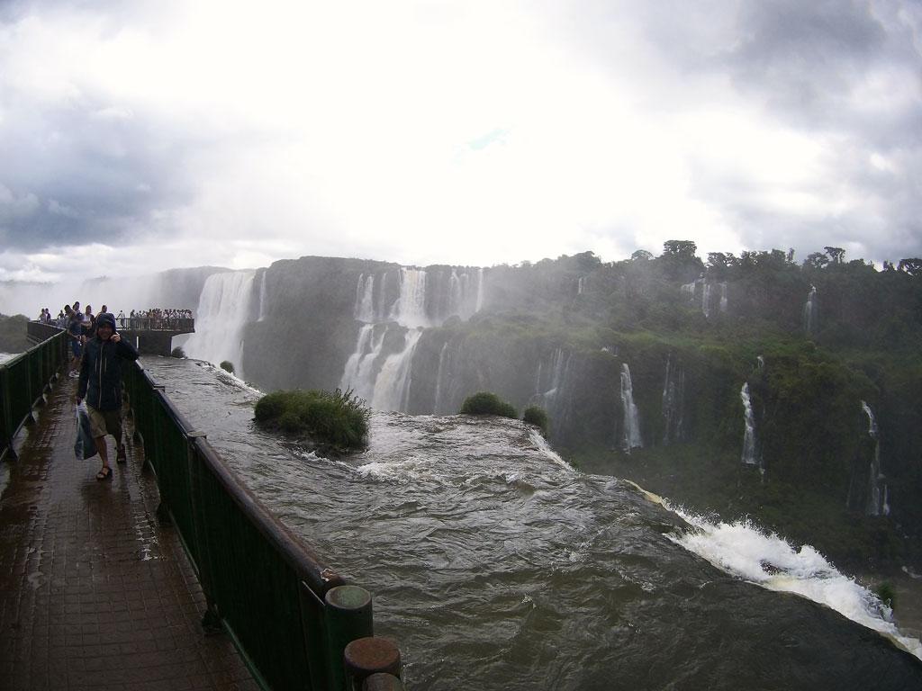 Passarela-para-as-Cataratas-do-Iguaçu-lado-direito-
